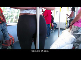 Seeing brunette's juicy buttock is not enough for fucker