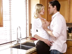 Dude seduced and fucked the blonde chick in kitchen