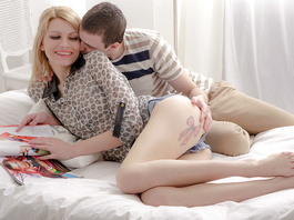 Blonde does amazingly hot and exciting blowjob