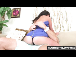 Skinny slender brunette Dixie Brooks gets pleased with cunnilingus in doggy pose